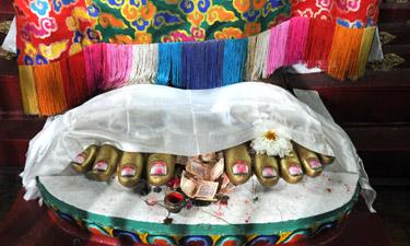 Bhutan Reisen Tempelspenden