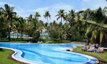 Coconut Lagoon Ayurveda Resort Pool
