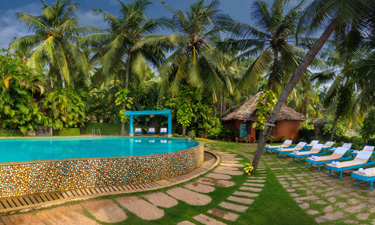 Manaltheeram Ayurveda Beach Village Pool