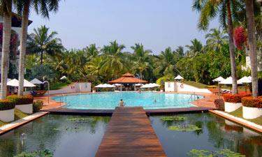 Lanka Princess Hotel Swimming Pool